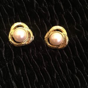 Pearl and Gold Knot Clip-on Earrings